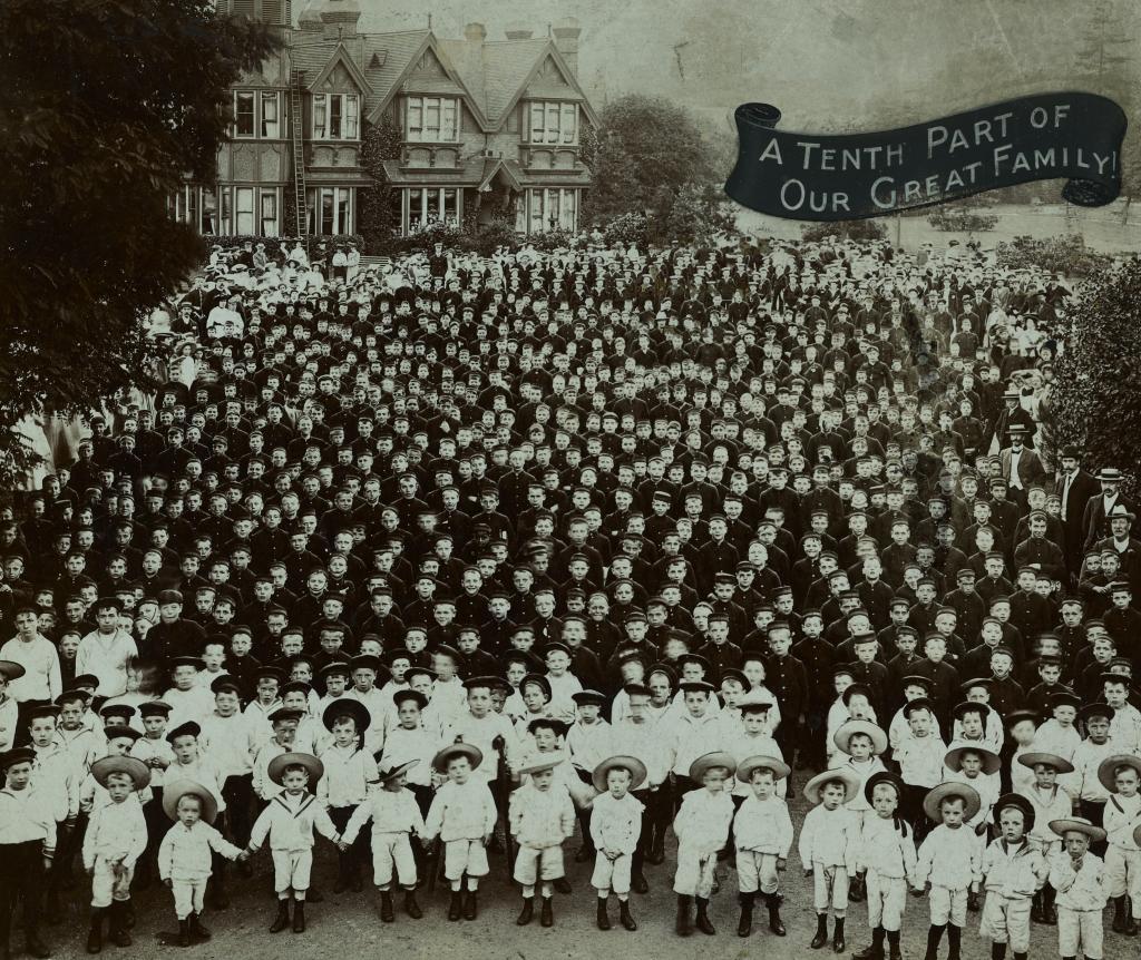 Archive group photo of Barnardo's children