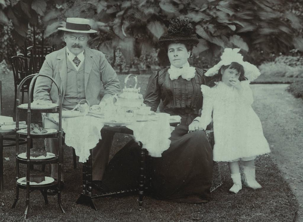 Thomas and Syrie Barnardo outside with young girl